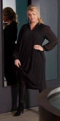 Zoey - Pleat dress with long sleeves