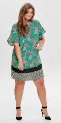 ONLY Carmakoma - Smart klänning i vacker paisley med korta ärmar och blixtlås i baksidan.