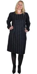 ONLY Carmakoma - Knälång rutad klänning