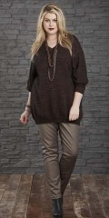 Zhenzi - Knitted pullover with v cutting in nice copper glittering yarn